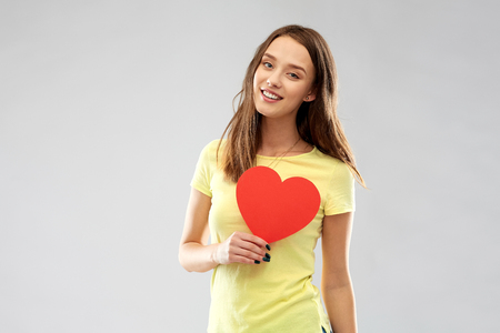 smiling teenage girl with red heart Stockfoto