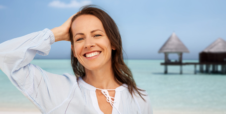 happy smiling woman on summer beach 版權商用圖片