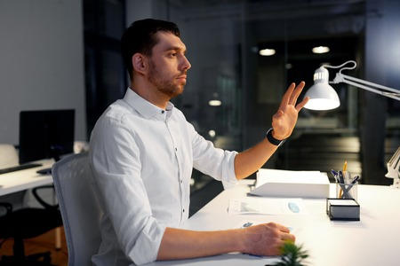 businessman using gestures at night office Imagens - 119009545