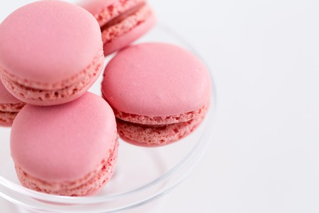 close up of pink macarons on confectionery stand Imagens - 119010711
