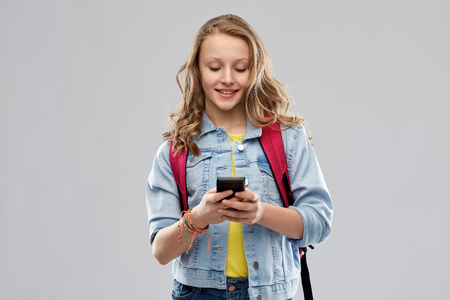 teen student girl with school bag and smartphone Imagens - 119079314