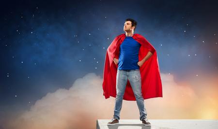 man in red superhero cape over night sky Reklamní fotografie