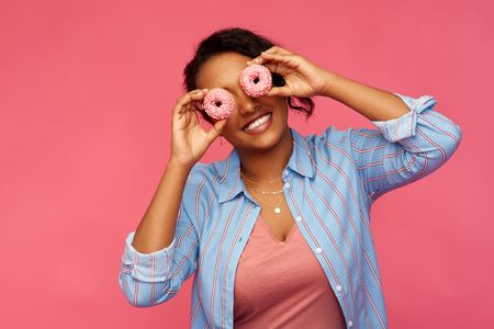 happy african american woman with eyes of donuts Foto de archivo - 120809657