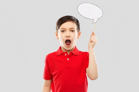 shocked boy in red t-shirt with speech bubble Reklamní fotografie