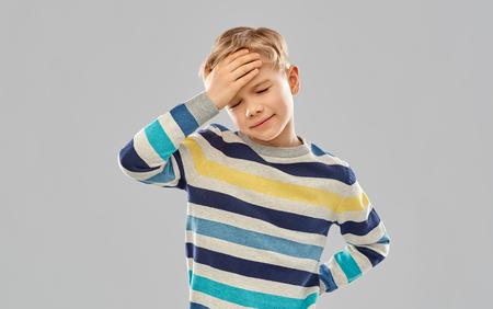 sick boy in red t-shirt suffering from headache Banco de Imagens - 120956635
