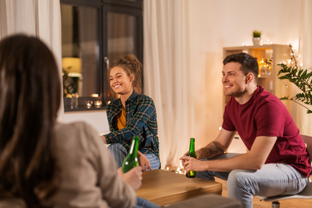 Friends drinking non-alcoholic beer at home Banque d'images - 122822957