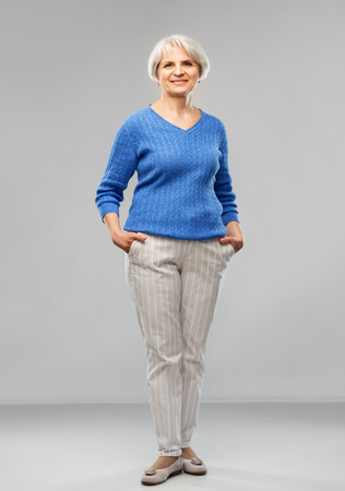 Portrait of smiling senior woman in blue sweater Banque d'images - 122823041