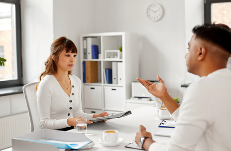 Recruiter having job interview with employee Banque d'images - 122823009