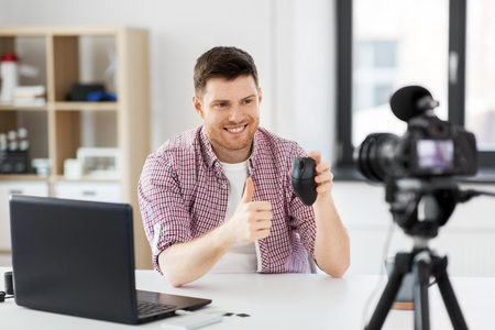 video blogger with computer mouse videoblogging