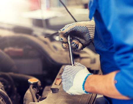 mechanic man with wrench repairing car at workshop 版權商用圖片 - 124633598