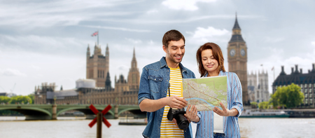 couple of tourists with map and camera in london Reklamní fotografie