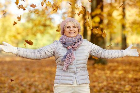 Happy senior woman enjoying beautiful autumn 版權商用圖片