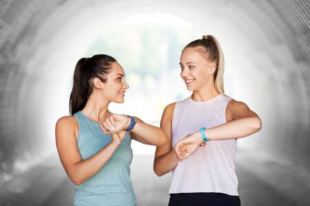 women or female friends with fitness trackers 版權商用圖片 - 129114659