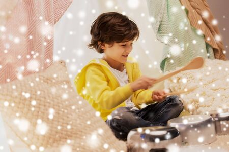 boy with pots playing music in kids tent at home 版權商用圖片