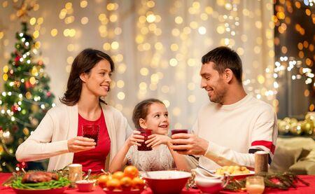 famille heureuse, dîner de noël à la maison Banque d'images