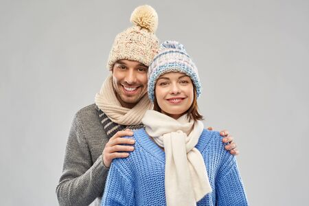 happy couple in winter clothes Stockfoto - 129938800