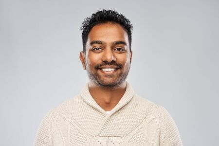indian man in knitted sweater over gray background Stockfoto - 130496813