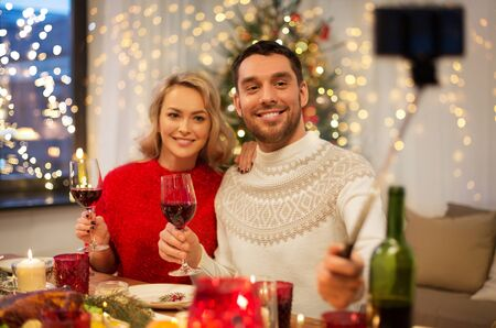 couple taking picture by selfie stick at christmas Stok Fotoğraf