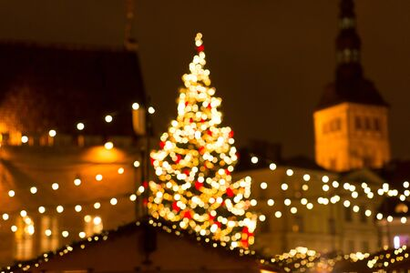 winter holidays and celebration concept - blurred christmas market in evening at town hall square in tallinn, estonia 版權商用圖片