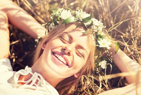 happy woman in wreath of flowers lying on straw 版權商用圖片 - 132026863