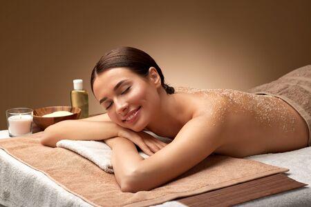 woman lying with sea salt scrub on skin at spa 版權商用圖片