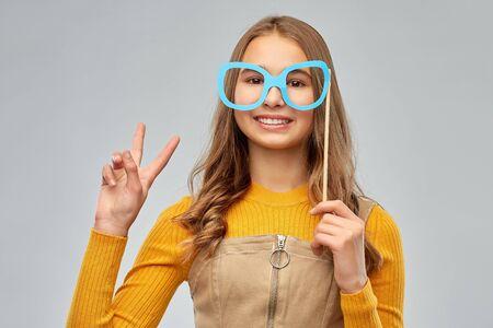smiling teenage girl with big glasses