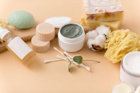 savon, brosse, éponge, masque à l'argile et beurre corporel