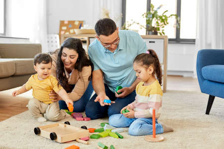 happy family palying with wooden toys at home 版權商用圖片 - 157767566
