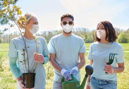 group of volunteers with tree seedlings in park Zdjęcie Seryjne