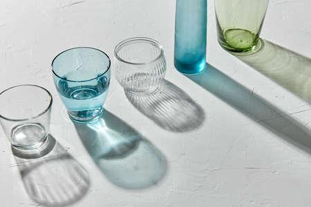 glassware dropping shadows on white surface Zdjęcie Seryjne