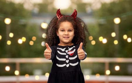 girl in black dress and devils horns on halloween Zdjęcie Seryjne