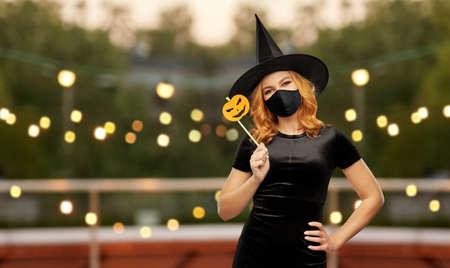 woman in black mask and halloween costume of witch Zdjęcie Seryjne