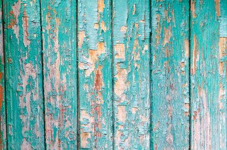 La peinture turquoise craque la texture du bois