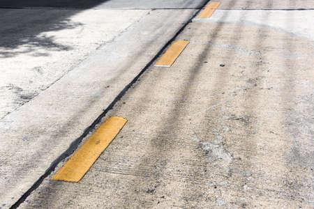 divides: brecha carretera l�nea amarilla