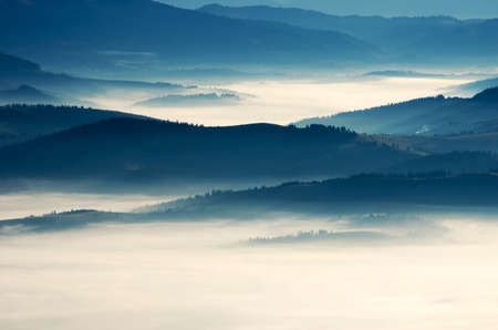 夜の山の高原風景 (カルパチア、ウクライナ)