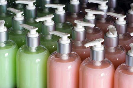 体のケアや美容製品のプラスチック製のボトルの組成