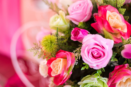 ramo flores: Primer plano de colorido ramo de flores artificiales Foto de archivo