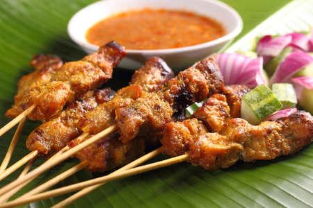 cacahuate: Satay de pollo con salsa de Malasia delicioso maní, uno de los platos locales famosos.