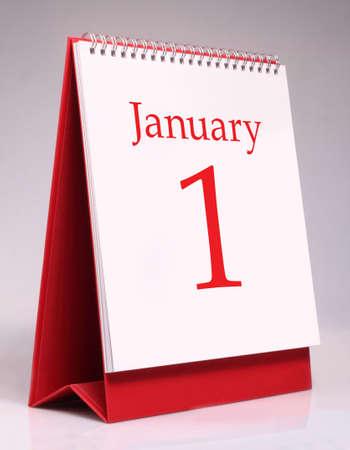 the january: Enero calendario de escritorio aislado en el fondo blanco
