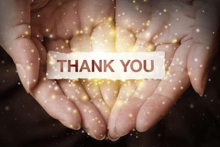 agradecimiento: Gracias texto en concepto de diseño mano