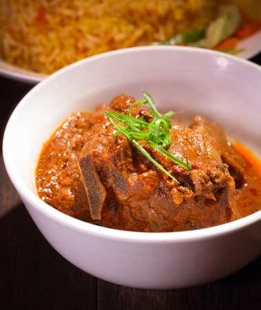 Briyani是一种健康的以米饭为基础的菜肴,由香料、米饭、肉和蔬菜制成。