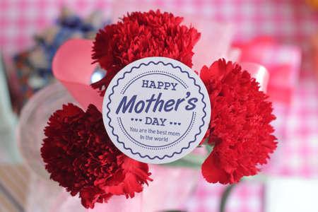 Moederdag valt op verschillende dagen, afhankelijk van de landen waar het wordt gevierd. Het wordt gehouden op de tweede zondag van mei in veel landen.