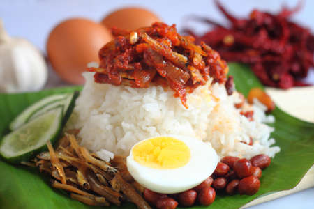 Nasi lemak is a Malay fragrant rice dish cooked in coconut milk and pandan leaf. It is commonly found in Malaysia. 版權商用圖片