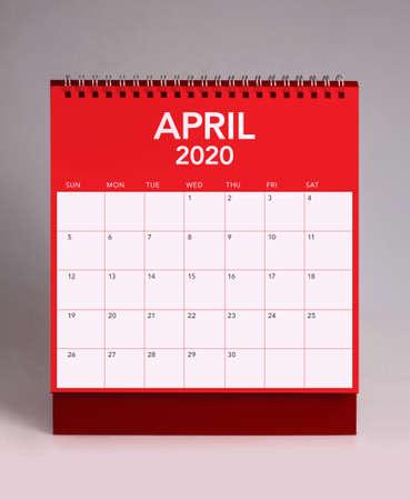Simple desk calendar for April 2020 版權商用圖片