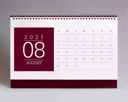 Simple desk calendar for August 2021 版權商用圖片