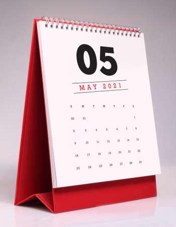 Simple desk calendar for May 2021