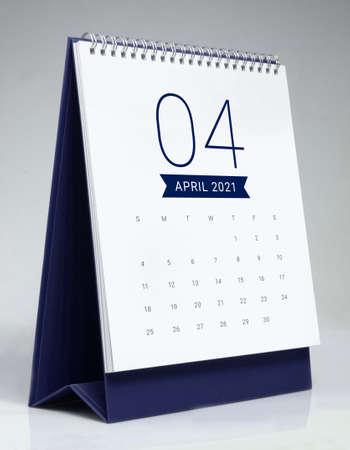 Simple desk calendar for April 2021 版權商用圖片 - 159311504