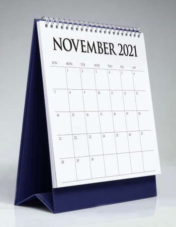 Simple desk calendar for November 2021 版權商用圖片 - 159311512