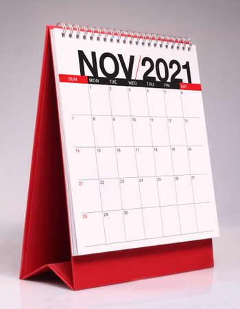 Simple desk calendar for November 2021 版權商用圖片 - 159311515