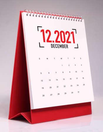 Simple desk calendar for December 2021 版權商用圖片 - 159311516